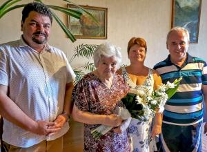 Szeretettel köszöntjük a szépkorú Pitz Pálnét és Valcz Magdolnát