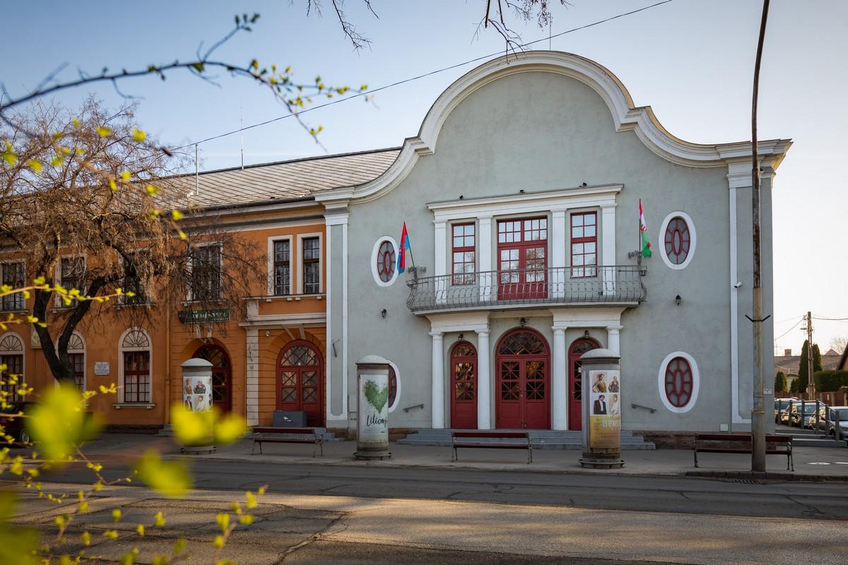 Minisztériumi tárgyalások a váci színházról